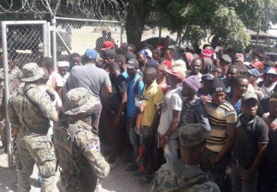 Trasladan reclusos desde la Policía hasta el CCR-Mao