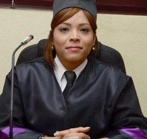 Notifican suspensión a jueza hasta concluir investigación en su contra