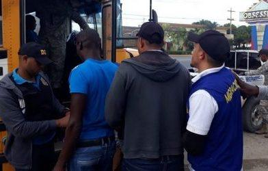 Migración deportó a mil 165 haitianos que detuvo entre el 21 al 25 de mayo