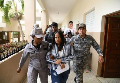 Llueven las denuncias contra la exfiscal que allanó la barbería en Villa Vásquez