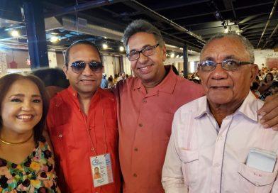 Prof. Luis M. Disla y locutor Gabriel Peña son reconocidos en la gran parillada maeña.