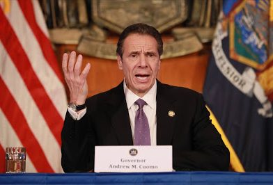 Gobernador de New York no se pondrá vacuna de COVID-19 hasta que las minorías no accedan a ella.