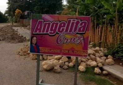 SINDICA HISTORICA ANGELICA CRUZ SIGUE CON LA CONSTRUCCION DE BADENES.